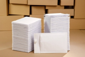 White bubble padded envelopes C13 100pcs.